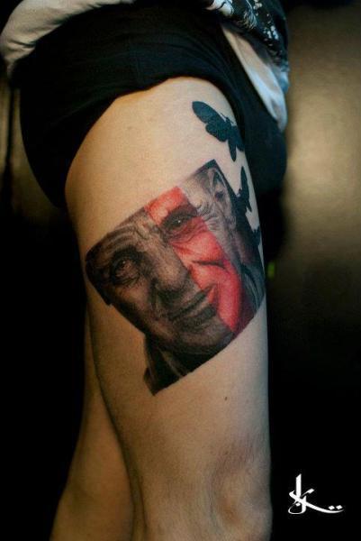 Tatuaje Retrato Dotwork Muslo por Street Tattoo