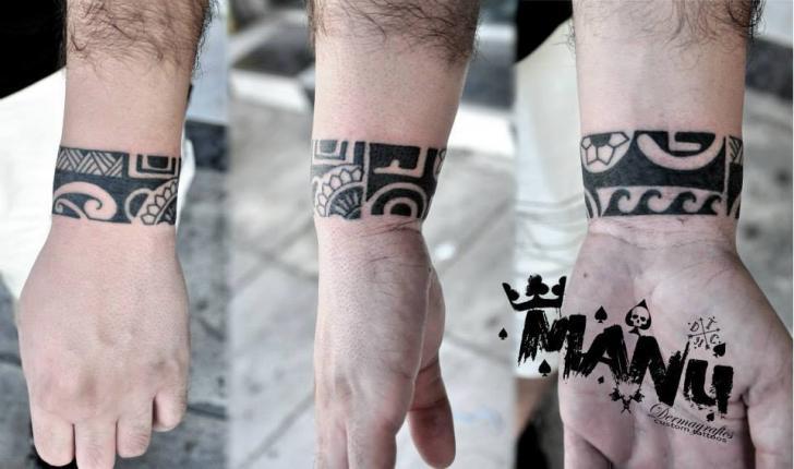 Tatuaggio Braccio Mano Tribali di Dermagrafics