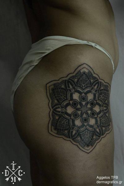 Dotwork Oberschenkel Tattoo von Dermagrafics