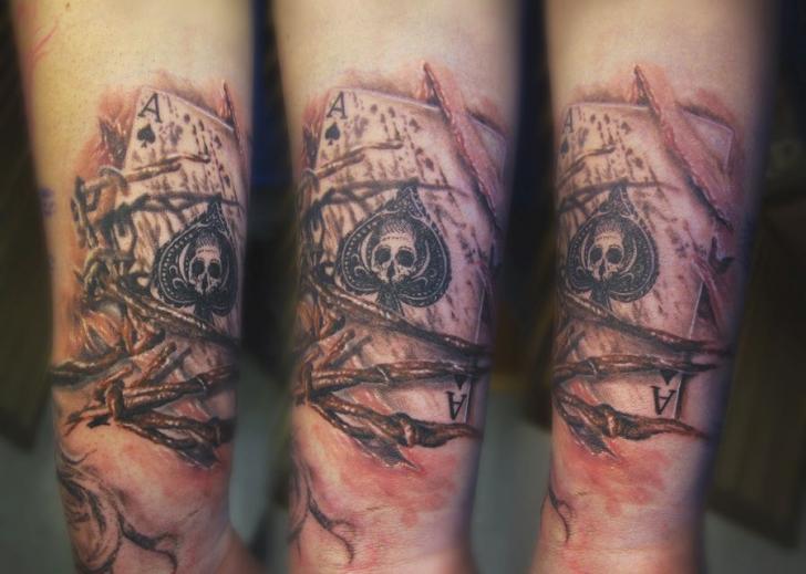 Arm Totenkopf Ass Spaten Tattoo von Serenity Ink 414