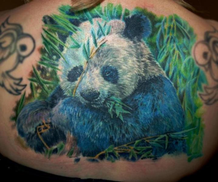Tatuaje Realista Espalda Panda por Serenity Ink 414