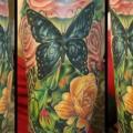 tatuaje Hombro Realista Flor Mariposa por Serenity Ink 414