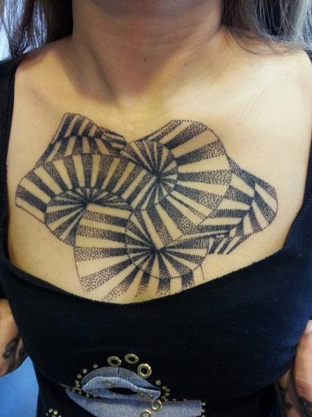 Dotwork Geometrisch Brust Tattoo von Bird Tattoo