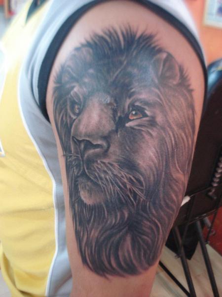 Shoulder Realistic Lion Tattoo by Bird Tattoo