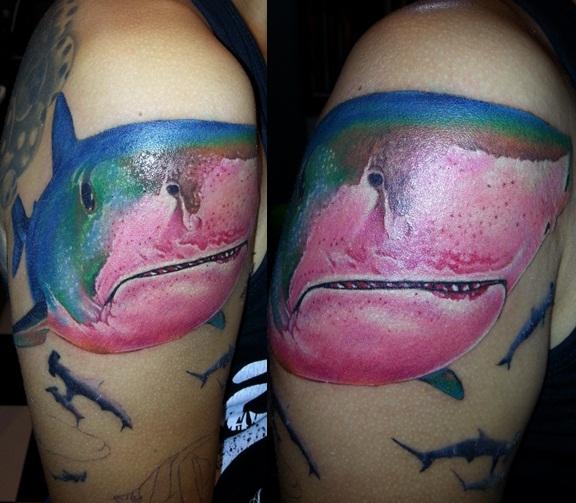 Schulter Realistische Hai Tattoo von Bird Tattoo