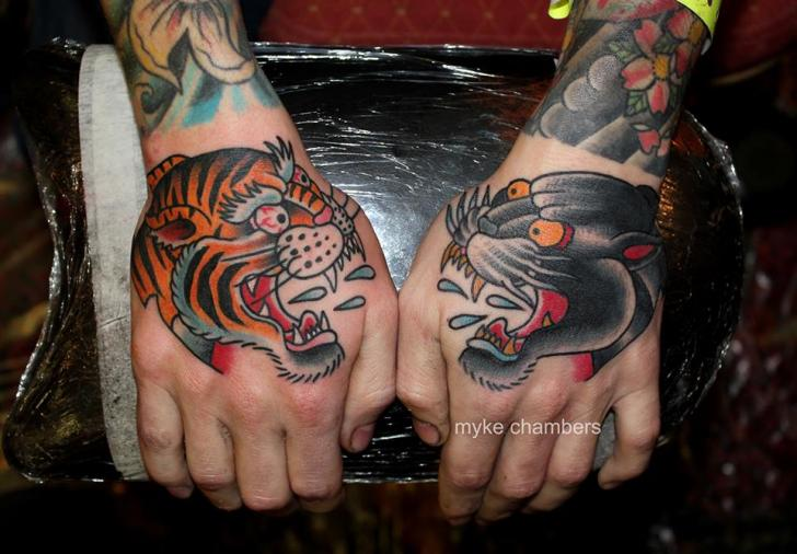 Old School Hand Tiger Panther Tattoo von Mike Chambers