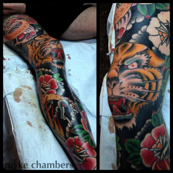 Schlangen Old School Bein Tiger Tattoo von Mike Chambers
