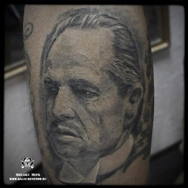 Tatuaje Brazo Retrato Realista por Magnum Tattoo