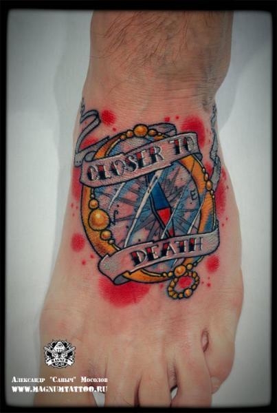 Tatuaggio Old School Piede Bussola di Magnum Tattoo