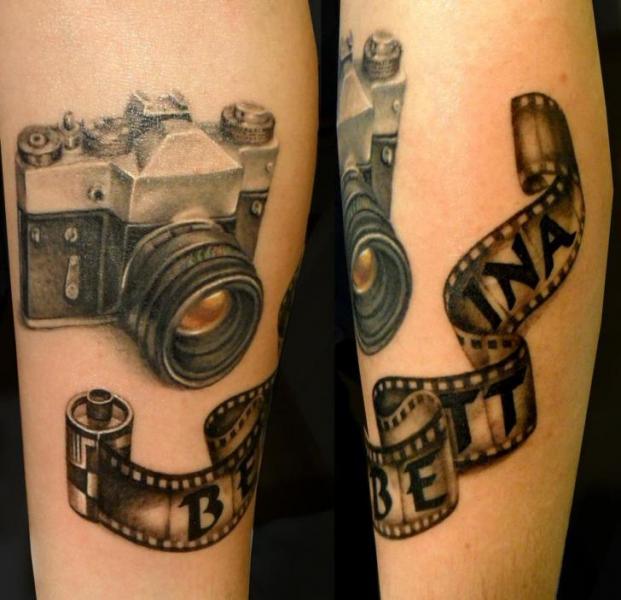 Arm Realistische Kamera Tattoo von Style Tattoo