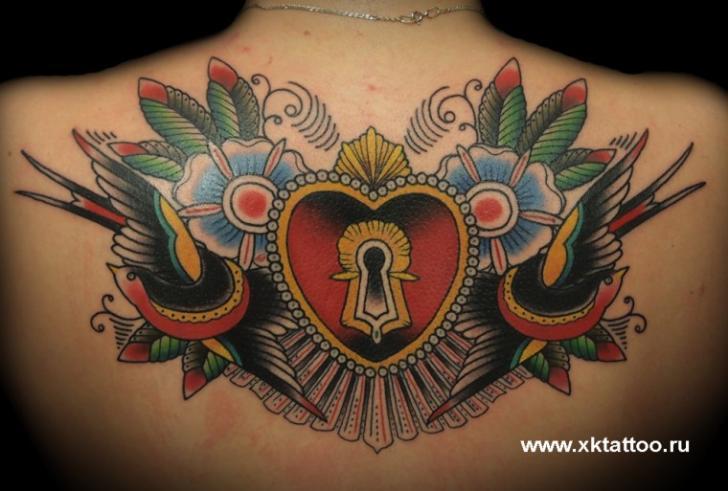 Tatuaje Old School Corazon Espalda Gorrión Bloquear por XK Tattoo