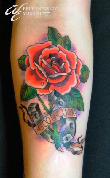 Arm Old School Blumen Tattoo von West End Studio