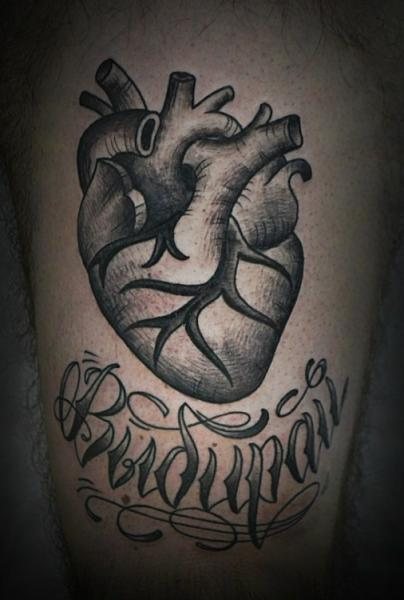 Tatuaggio Cuore Dotwork di Baraka Tattoo