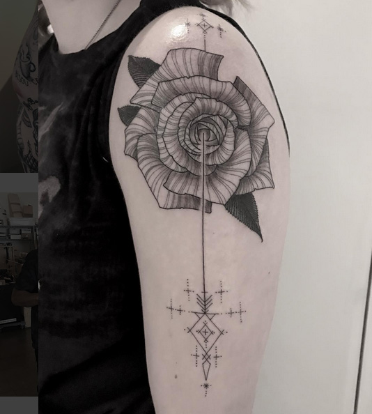 Arm Blumen Rose Tattoo von Saved Tattoo