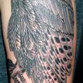 tatuaje Hombro Brazo Búho Dotwork por Saved Tattoo