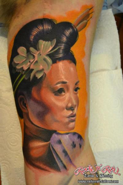 Tatuaggio Braccio Ritratti Giapponesi Geisha di Rock n Roll Tattoo