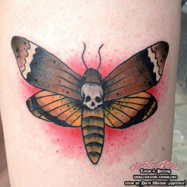 Tatuaggio Braccio Old School Falena di Rock n Roll Tattoo
