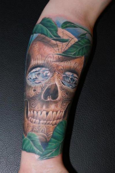 tatouage bras crâne feuille diamant par tattoosmini