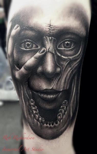 Tatuaje Brazo Fantasy Cráneo Mujer por Rob Richardson
