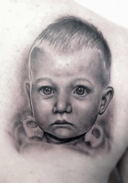 Schulter Porträt Realistische Kinder Tattoo von Rob Richardson