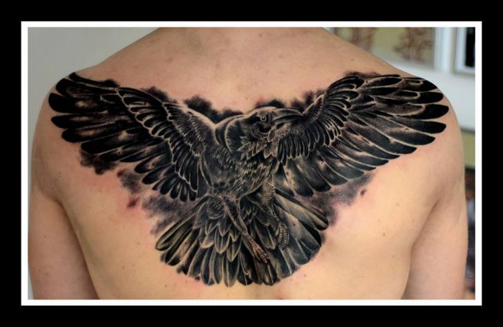 Tatuaje Realista Espalda Águila por Colin Jones