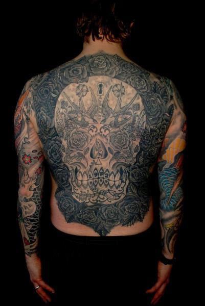 Blumen Totenkopf Rücken Tattoo von Colin Jones