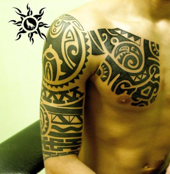 Schulter Arm Brust Tribal Tattoo von Ramas Tattoo