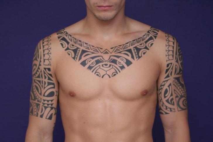 Tatuaje Hombro Tribal Cuello por C-Jay Tattoo