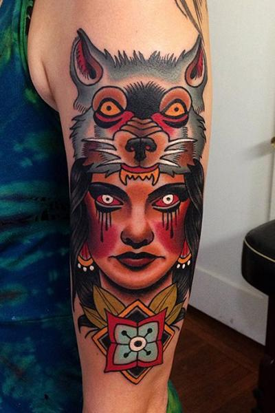 Arm Old School Wolf Tattoo von Montalvo Tattoos
