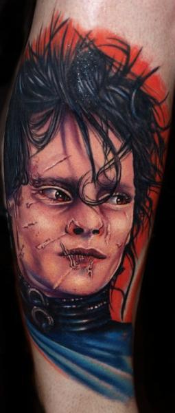 Tatuaje Brazo Retrato Tim Burton por Tattoo by Roman