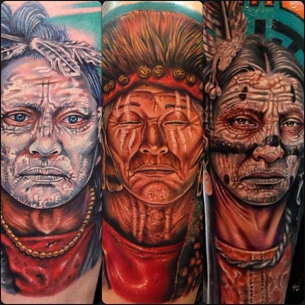 Tatuaje Brazo Retrato Realista Indio por Tattoo by Roman