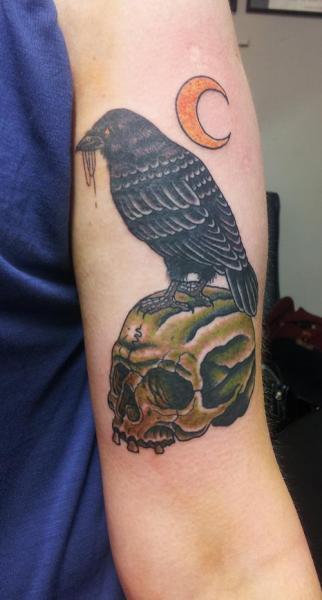 Arm Totenkopf Krähen Mond Tattoo von Spilled Ink Tattoo