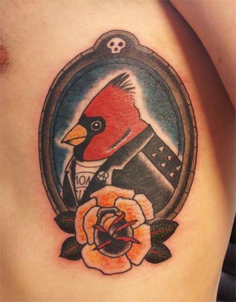 Fantasie Seite Vogel Medallion Tattoo von Spilled Ink Tattoo