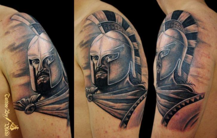 Tatuaje Hombro Realista Guerrero por Tattoo Rascal