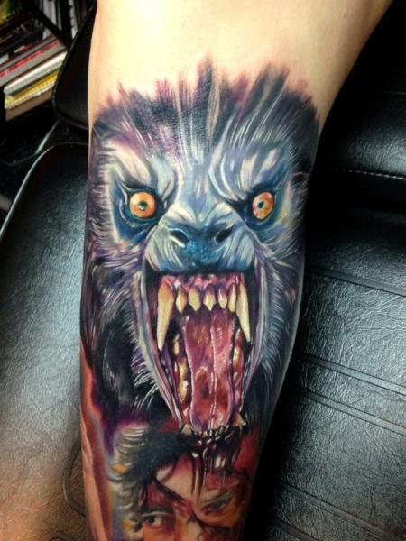Tatuaje Brazo Realista Lobo por Ron Russo