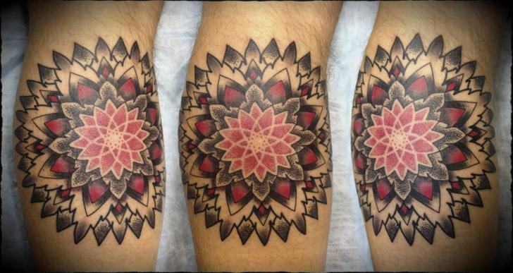 Tatuaje Ternero Dotwork Geométrico por Ivan Hack