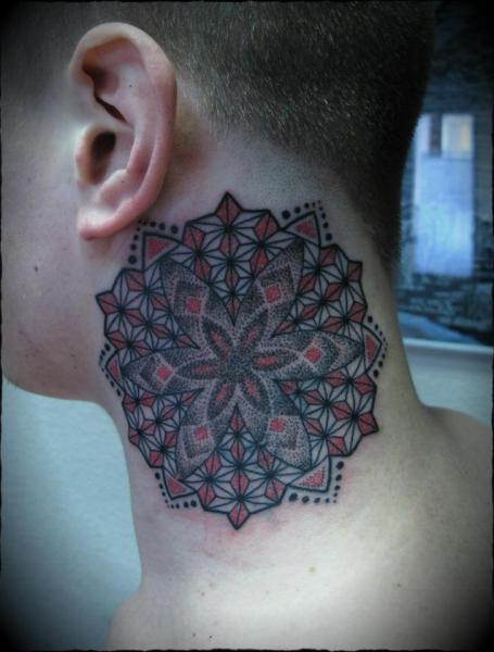 Nacken Dotwork Tattoo von Ivan Hack