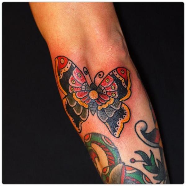 Arm Old School Schmetterling Tattoo von The Sailors Grave