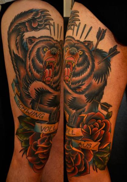 Old School Bären Oberschenkel Tattoo von The Sailors Grave