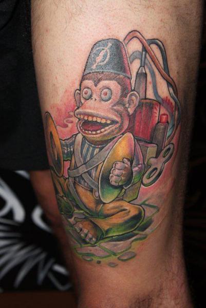 Tatuaje Brazo Fantasy Mono Bomba por Victor Chil