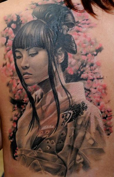 Realistische Rücken Geisha Tattoo von Radical Ink