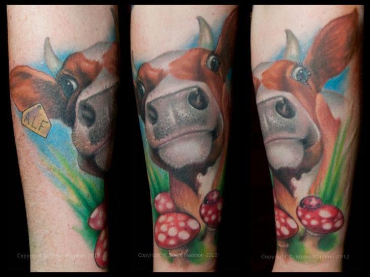 Tatuaggio Braccio Mucca di Triple Six Studios
