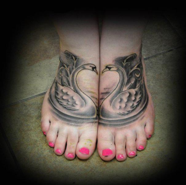 Fuß Schwan Tattoo von Triple Six Studios