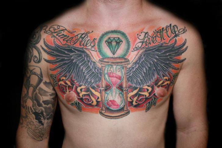Tatuaggio Petto Clessidra Ali Diamante di Fatink Tattoo