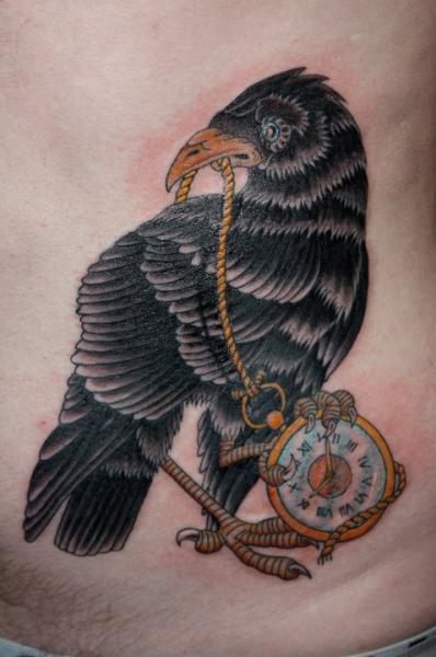 Tatuaje Reloj Lado Cuervo por Fatink Tattoo