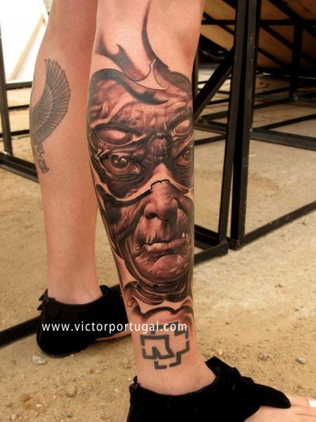 Fantasie Bein Tattoo von Victor Portugal