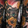 tatuaje Brazo Reloj New School Gramófono por Emily Rose Murray