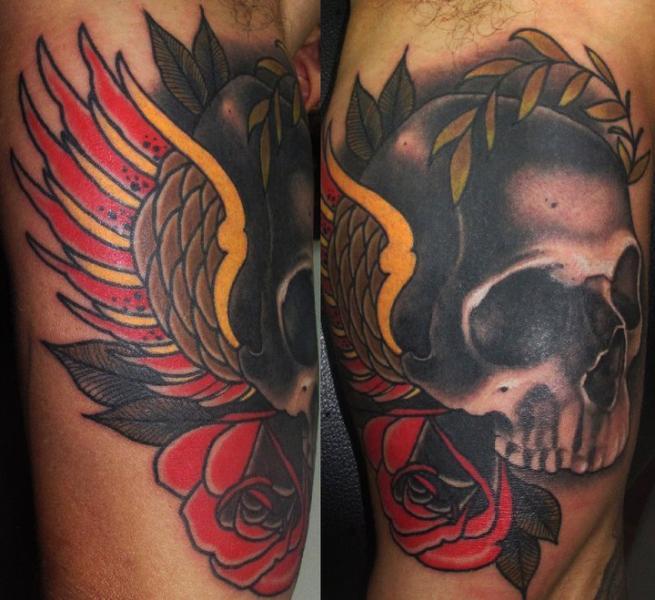 Arm Old School Totenkopf Flügel Tattoo von Emily Rose Murray