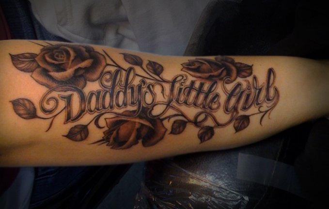 Arm Blumen Leuchtturm Tattoo von Salt Water Tattoo