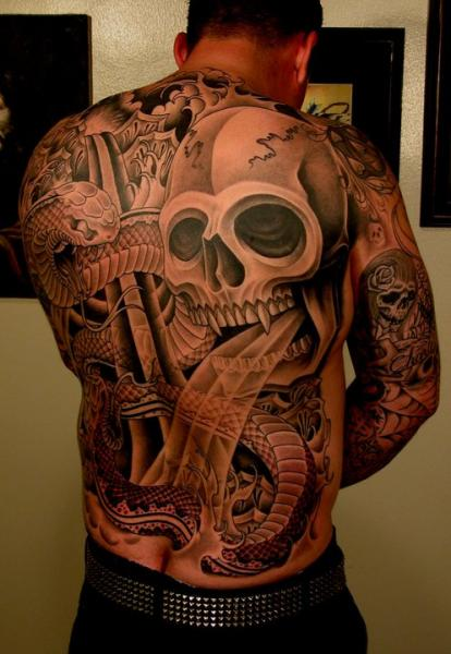 Tatuaje Serpiente Japoneses Cráneo Espalda por Salt Water Tattoo
